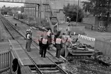 PHOTO  COLTHROP  LEVEL CROSSING  V3 1979