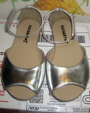 Old Navy~girl shoes~size 9M~silver sandals~Ankle straps! very cute!