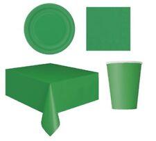Decoración y menaje de papel de navidad en color principal verde para mesas de fiesta