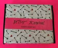 ❤️Betsey Johnson Queen Sheet Set Embroidered MICROFIBER 4 PC HEARTS + ARROWS❤️