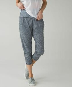 Lululemon Tranquil Crops in rio mist black and white size 6