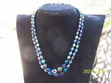 Ancien collier à 2 rangs en perles de verre couleur bleu irisé.  Années50. N°106