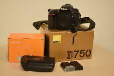 Nikon D750 Fotocamera Reflex Digitale (Solo Corpo) + Battery Grip Neewer