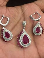 Pave 14.55 Cts Round Brilliant Cut Diamond Ruby Pendant Earrings Set In 18K Gold