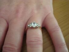 BEAUTIFUL VINTAGE 70PT SOLITAIRE CLUSTER RING SIZE O - IN 9CT YELLOW GOLD