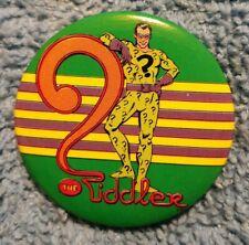 VINTAGE RIDDLER DC COMICS HAT SHIRT PIN