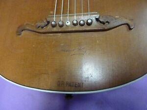 Belle ancienne guitare luth médiéval