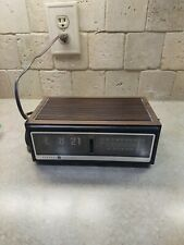 Vintage Ge General Electric clock radio works.