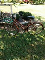 SCHWINN SUBURBAN Lady's Bicycle.  Vintage 1970's.  27 inch tires