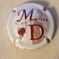 12j. Fond noir et bordeaux Capsule de Champagne MARINA D.