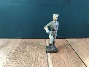 Lineol: Officer w/ Soup Ladle. 70mm Scale. Pre War c1930s.