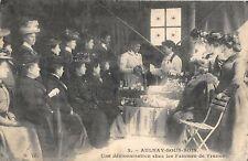 CPA 93 AULNAY SOUS BOIS UNE DEMONSTRATION CHEZ LES FEMMES DE FRANCE (CPA RARE