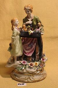 Porzellan Figur 20x13x32cm, Mutter Kind Puppen Blumen Schwertmarke dk *5238