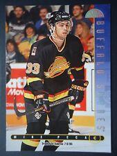 NHL 114 Mike Peca Buffalo Sabres Donruss Leaf 1995/96