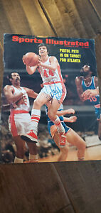 1973 SPORTS ILLUSTRATED COVER SIGNED PISTOL PETE MARAVICH HAWKS JAZZ LSU PSA DNA