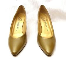 CARESSA WOMENS POINTED TOE OLIVE PATENT LEATHER CLASSIC PUMPS 3 HEELS SZ 7