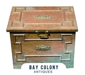 20TH C ANTIQUE ARTS & CRAFTS HAND HAMMERED COPPER KINDLING BOX ~ STRONGBOX FORM