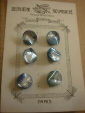 BOUTON ANCIEN  en nacre bleu matière brute