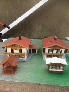 HO 00 OO  MODEL RAILWAY 2  houses large  and 2 sheds