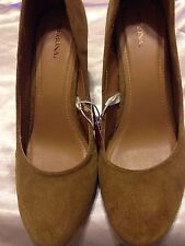 New Rockabilly Pinup Merona Tan Faux Suede Covered Wedge Pump Heels Size 11