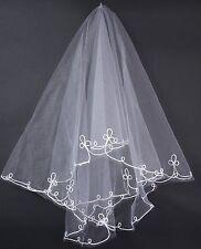 Accessoire mariage : Voile mi long en tulle blanc , bordé de broderies