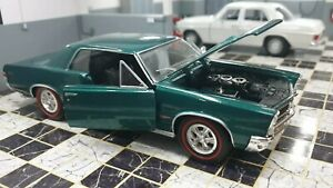 WELLY PONTIAC GTO COUPE 1965 GREEN 1/24 SCALE CAR DIECAST MODEL