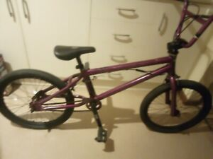 Bikes dimond back old skool BMX stunts Bike has all seals have been replaced.
