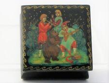 Boîte à bijoux collection décor 4,5x4,5 miniature laquée PALEKH peint main signé