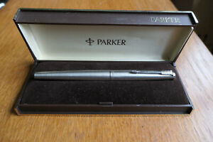 VINTAGE PARKER 45 FLIGHTER CT FOUNTAIN PEN DATE 1981. ORIGINAL BOX.