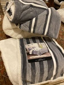 UGG®  Avery Reversible Queen/Full 3 Piece Comforter Set In Gray And White.