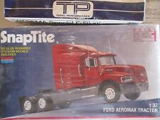 Monogram 1216 1994 SnapTite Ford Aeromax  SEMI Tractor 1:32 Kit WRAPPED TRUCK