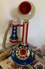 Téléphone antique aux couleurs américaines