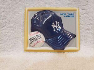 VERY RARE 1969 Fleer 3-D Trophy Hat Plaque Test Issue, New York Yankees, LOOK!