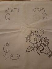 servilletas para bordar. Cloth napkin for embroidery.