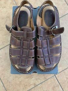 Born sandals ( Size 13 )