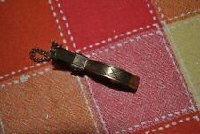Saute ruisseau en métal doré ciselé - Remonte jupe - XIXème siècle