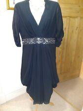 Elegante Vestido Negro Sequinned Ted Baker Mangas Fruncido, falda a capas 2