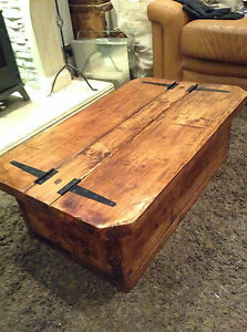The Morbihan a rustic/Traditional coffee table with storage