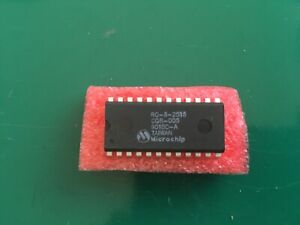 Integrated circuit for building an APPLE 2513 CHARAKTER GENERATOR /1990