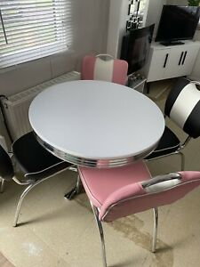 AUTHENTIC AMERICAN DINER TABLE & CHAIRS