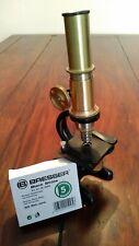 Antikes Mikroskop  Messing 1930er Jahre Toller Zustand Stand in der Vitrine.