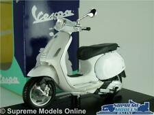 VESPA PRIMAVERA 150 MODEL SCOOTER MOPED BIKE 1:18 SCALE WHITE MAISTO K8