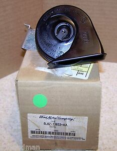05 Ford Escape 05 Mercury Mariner Low Note Horn 5L8Z-13832-AA OEM New