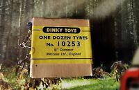 Dinky Toys Supertoys Boîte réf 10253 (noir) 5 pneus d'origine 13/16 (vintage)