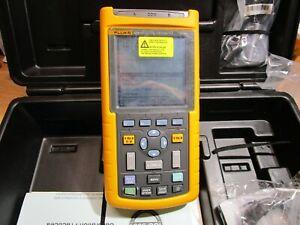 Fluke 123 Industrial ScopeMeter Oscilloscope/Multimeter/DMM Meter 20 MHz