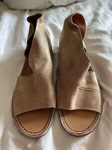 Free People Womens Mont Blanc Flat Shoes Tan Leather Open Toe Slip-On Sz 6.5 37