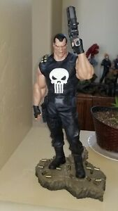 Sideshow Exclusive Punisher Comiquette statue  170/400 + OLIVETTI Print  **READ*
