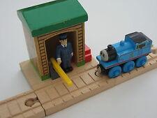 Conduttore Capannone in legno per set pista treno (Brio Thomas)