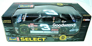 Revell Select  #101235 - 1/24 - 2001 Dale Earnhardt Goodwrench /Oreo Monte Carlo