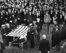 JOHN F. KENNEDY FUNERAL - HONOR GUARD PREPARES TO FOLD FLAG 8X10 PHOTO (EP-920)